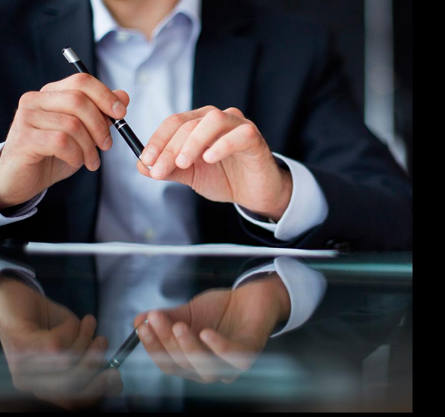 imagem de uma pessoa segurando uma caneta